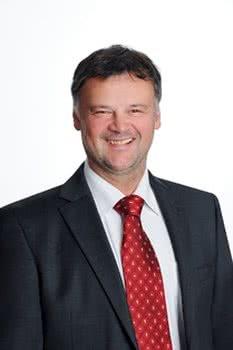 Klinikdirektor Univ.-Prof. Dr. med. dent. Norbert Krämer